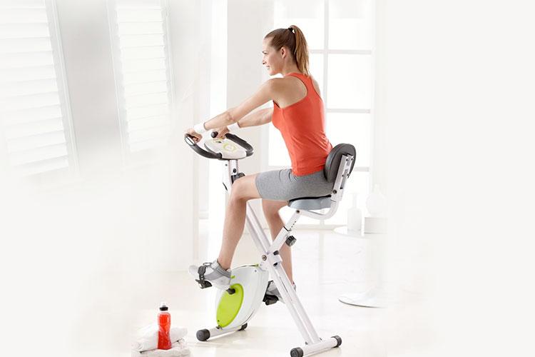 hacer-bicicleta-estatica-en-casa