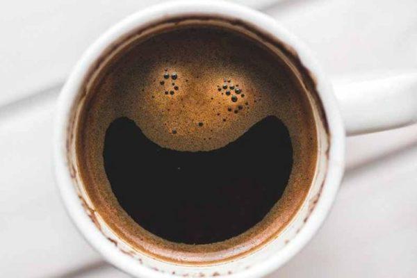 cafetera-con-cafe-en-grano