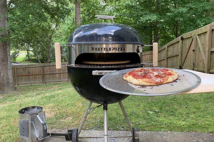 cocinar pizza al aire libre