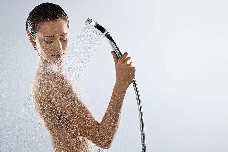 bañera-con-cabezal-de-ducha