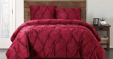cama con edredon rojo