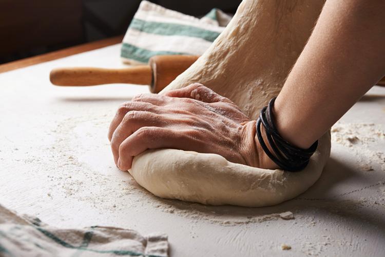 pan casero con levadura fresca